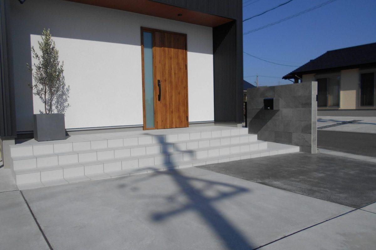 飛島村 K様邸 建物を引き立たせる外構プラン